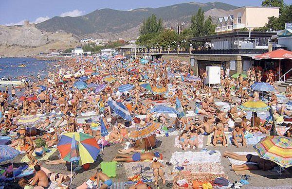 Поток Крымских туристов