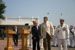 Путин и Янукович в Севастополе