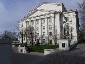 долги в театре луначарского