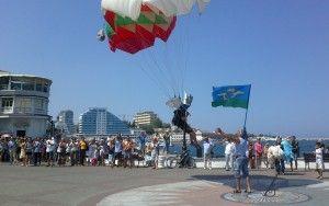 в день ВДВ в Севастополе прыгали с парашютом