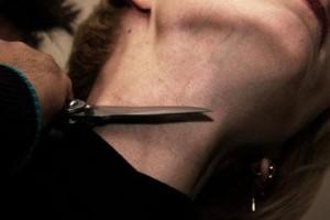 нож у горла