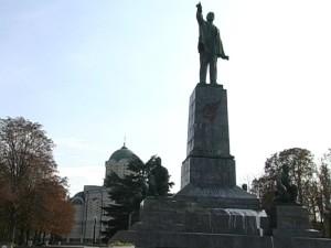 памятник ленину изуродовали в севастополе