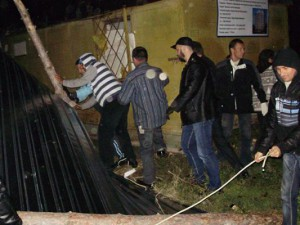 снесли забор у школы №10