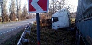 грузовик съехал с трассы