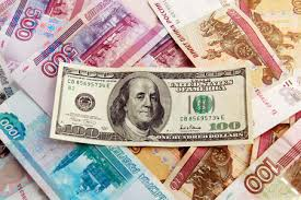 Курс рубля падает по отношению к доллару - эксперты Форекс