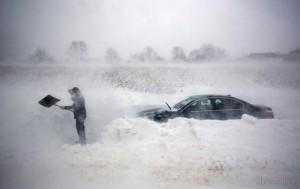 морпехи освободили авто от снега