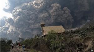 Мощнейшее извержение вулкана Синабунга