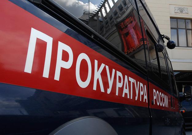 В Севастополе бывший муж не пускает троих детей с матерью в квартиру