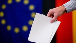 После выборов в Европарламент курс доллара снизился к евро на 0,21%
