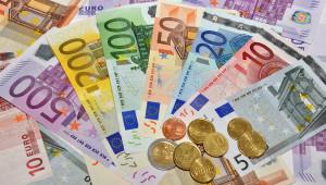 Сегодня на Форексе евро поднялся к доллару