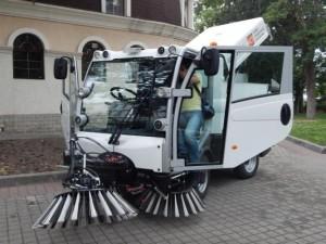 робот убирает улицы
