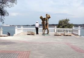 Председатель ЖСТ «Анит» Николай Соколов возглавил установку в Севастополе скульптурной композиции «Севастопольский вальс»