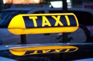 таксисты пассажиров будут отвозить в полицию
