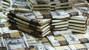 Американский доллар начал снижаться к остальным валютам