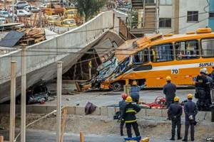 В бразильском городе, проводящем полуфинальный матч Чемпионата мира 2014, рухнула эстакада