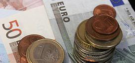 Для курса евро торговая неделя началась со снижения к доллару США