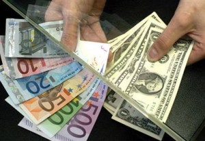 Замедление ВВП Германии поднимает рост доллара к евро