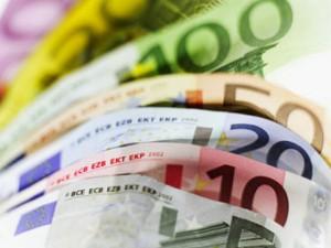 Геополитические риски способствуют снижению курса евро