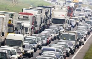 На Керченской переправе количество автомобилей, покидающих Крым, уже почти в 3 раза превысило число машин, въезжающих на полуостров