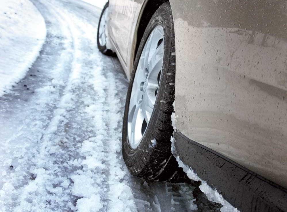 Севастопольцев просят не выезжать на автомобилях на летней резине