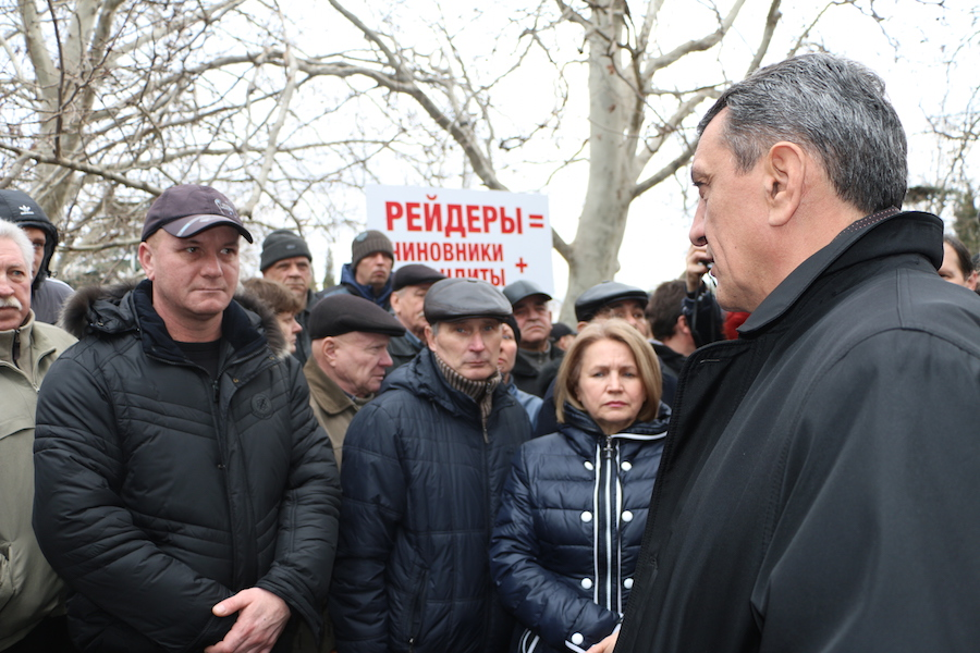 Работники рыбоконсервного завода Севастополя пикетировали городское правительство