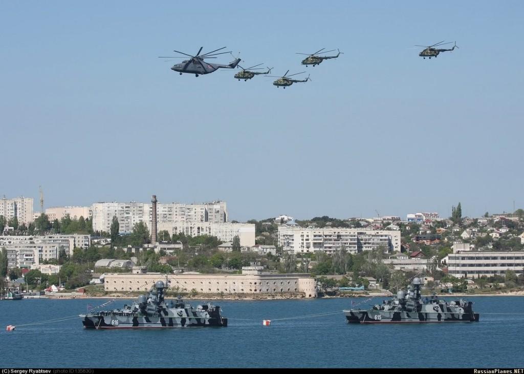 В День Победы в Севастополе пройдет парад техники, кораблей и авиации
