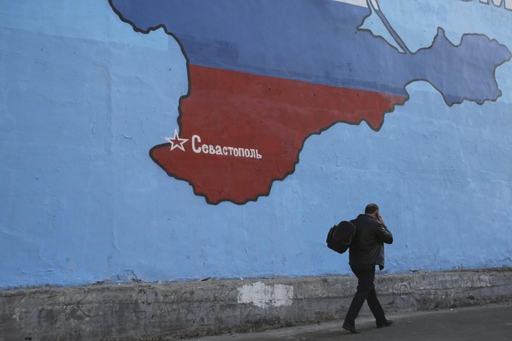 Украинцев призвали посещать Крым только в крайних случаях