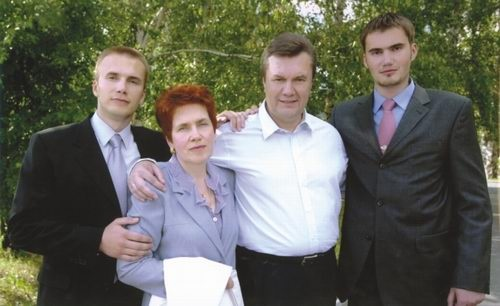 Александр Янукович объяснил, почему похоронили брата в Севастополе