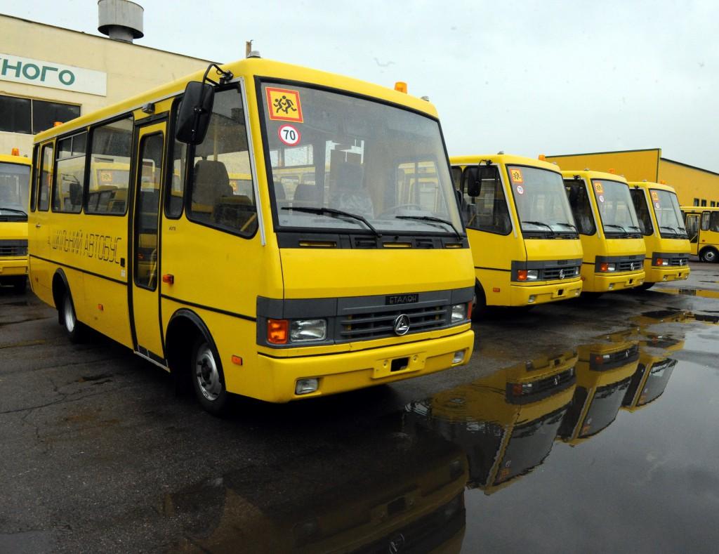 В Севастополе угнали два школьных автобуса