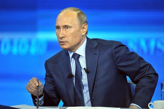 Путин поручил разобраться с необоснованными отказами крымчанам в получении гражданства