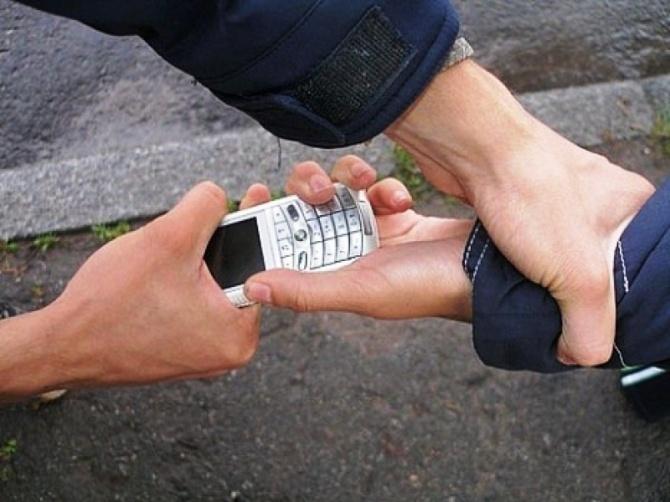 Четверо подростков обвиненяются в серии дерзких грабежей с применением насилия