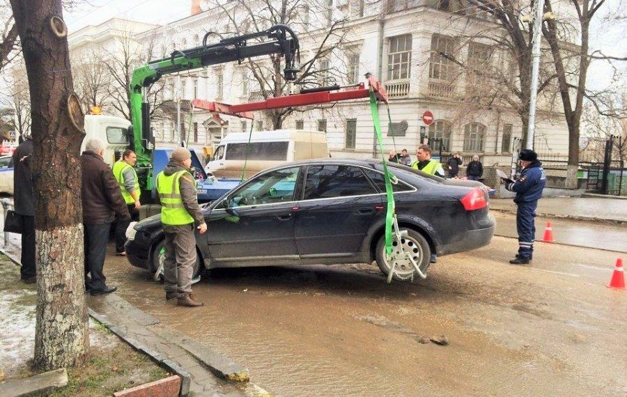 В центре города началась эвакуация автомобилей