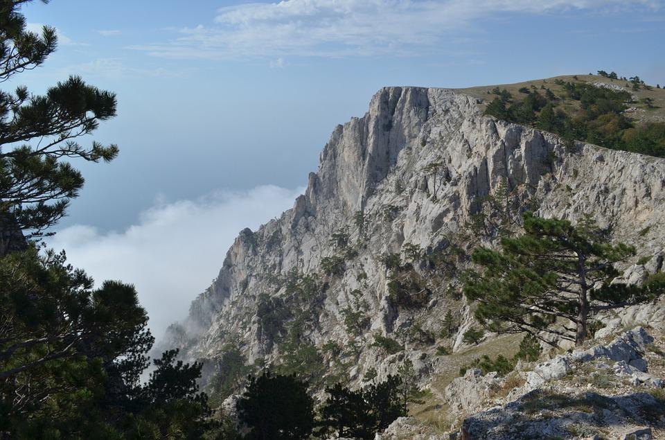 На выходных в крымских горах спасли семь человек