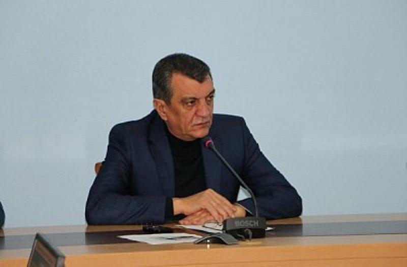 Меняйло пригрозил уволить чиновников, если они не наведут порядок в работе Единого расчетно-кассового центра