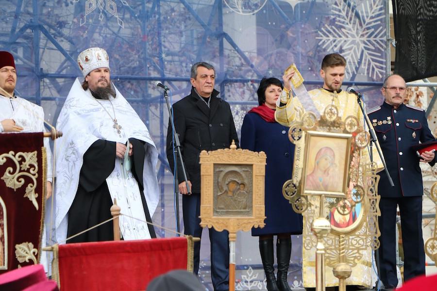 Более тысячи севастопольцев приняли участие в Рождественском крестном ходе