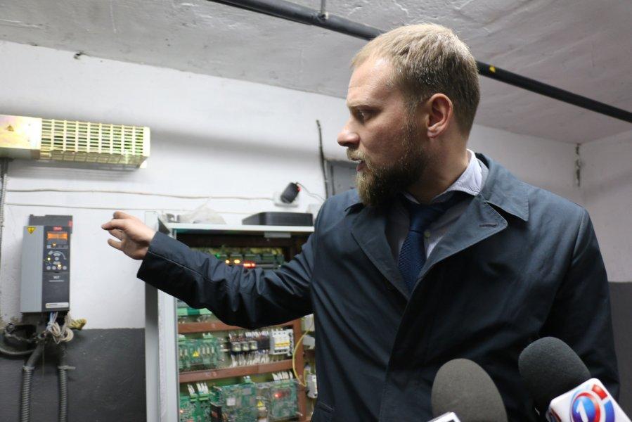 """В многоквартирном доме на """"Остряках"""" установили шесть новых лифтов"""