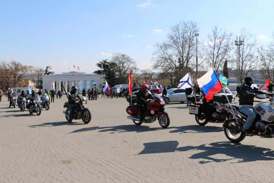 По улицам Севастополя прошел третий автопробег посвященный годовщине референдума