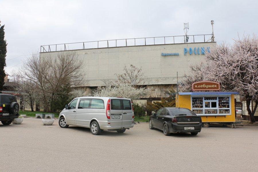 Площадь 50-летия СССР освободят от автомобилей и засадят цветами