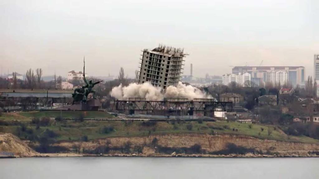 Незаконные стройки в Севастополе будут сносить без суда