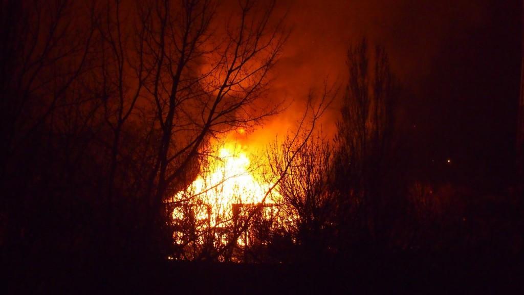 В Симферополе на пожаре спасли маленьких детей