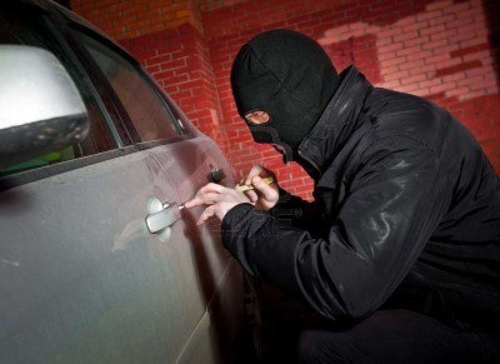 В Севастополе поймали горе-автовтоугонщика уснувшего в угнанном автомобиле