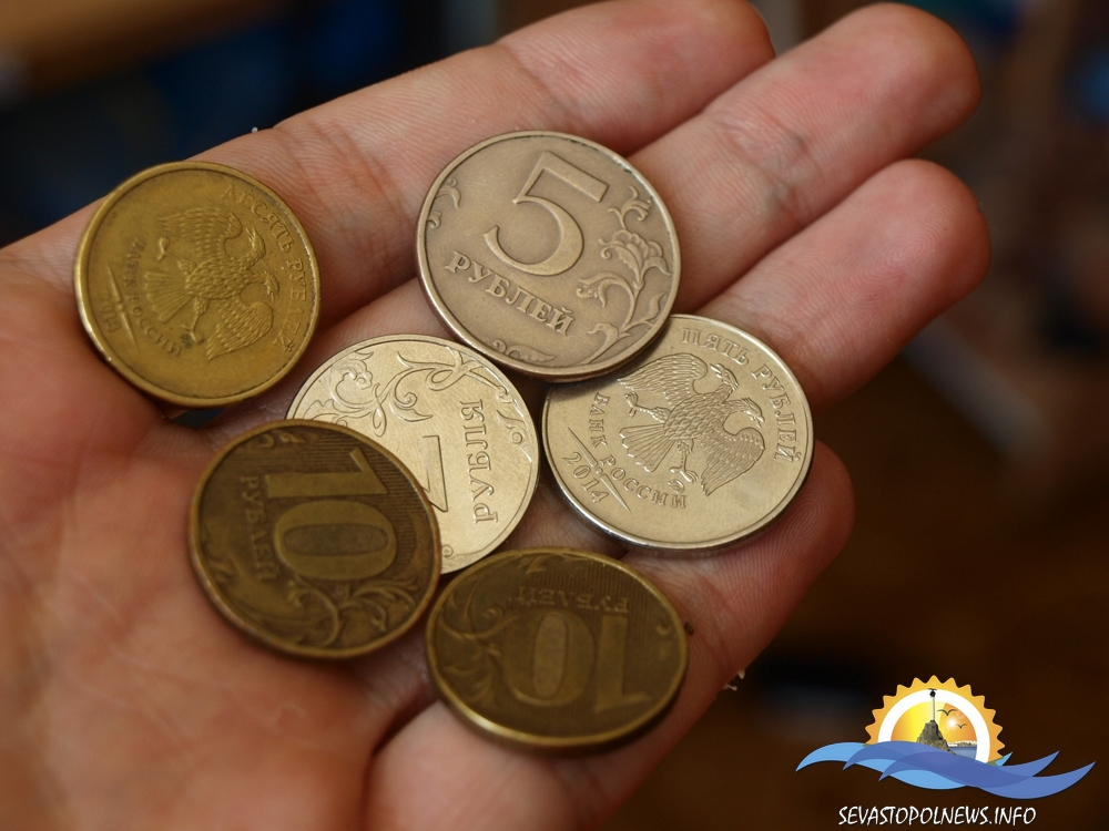 В Севастополе появились рубли с украинским лозунгом (ФОТО)