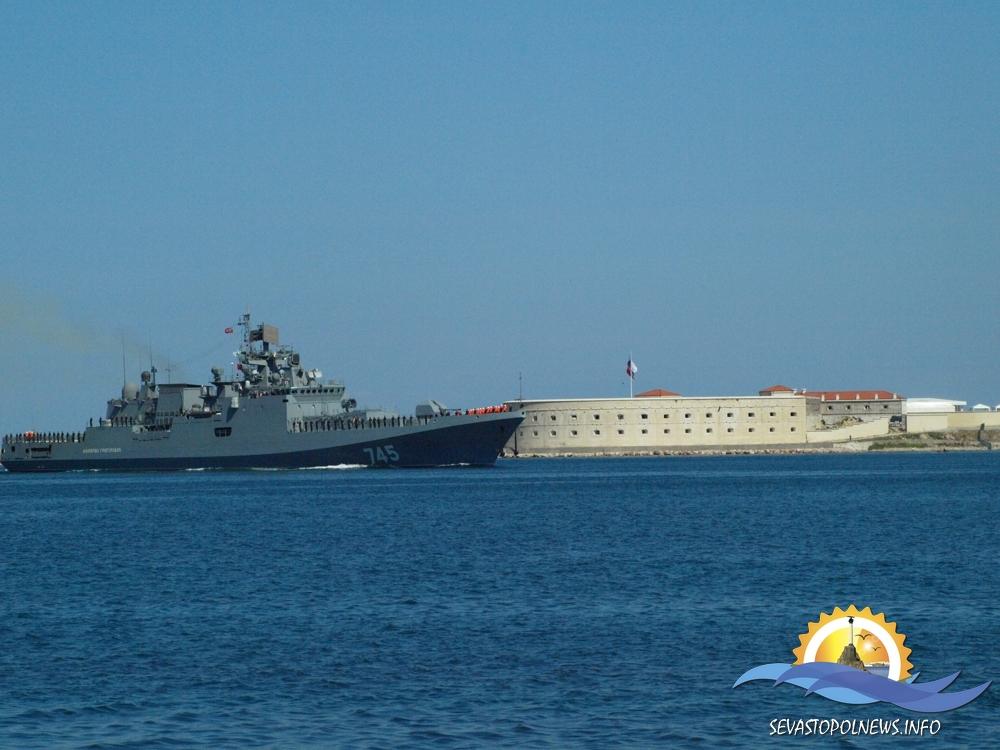 """""""Адмирал Эссен"""" нанес удар ракетами «Калибр» по позициям боевиков в Сирии"""