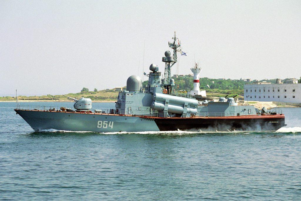 Ракетный катер «Ивановец» вернулся в Севастополь из Средиземного моря