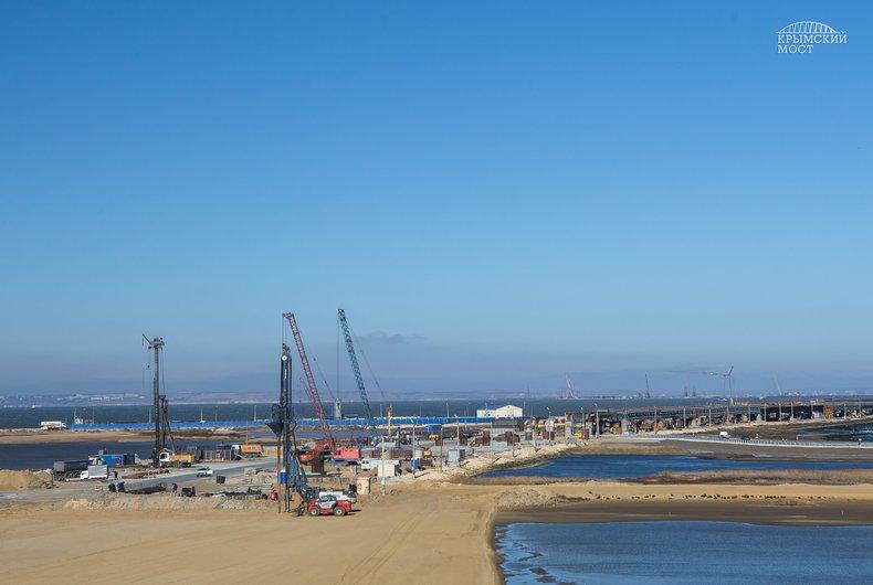 Строители Крымского моста завершились свайные работы