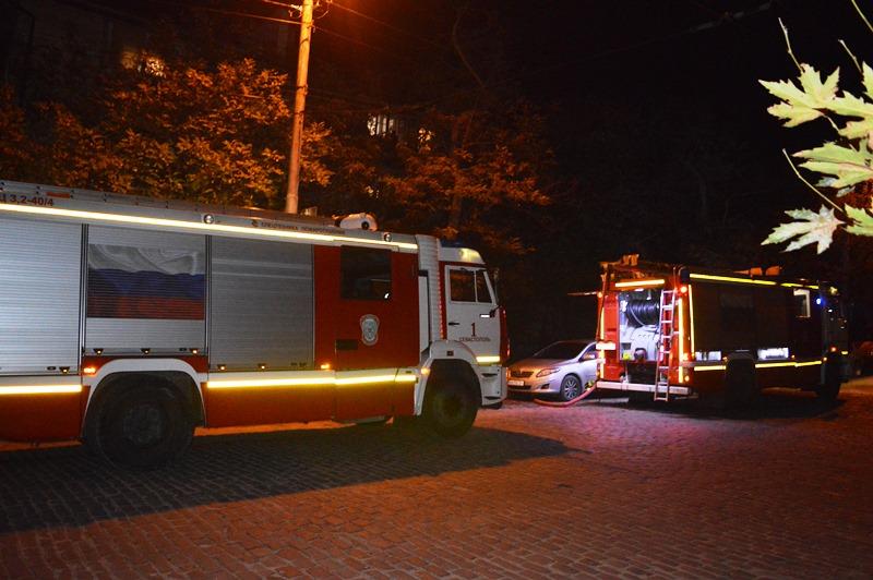 В Севастополе ночью горел многоэтажный дом: жильцов экстренно эвакуировали