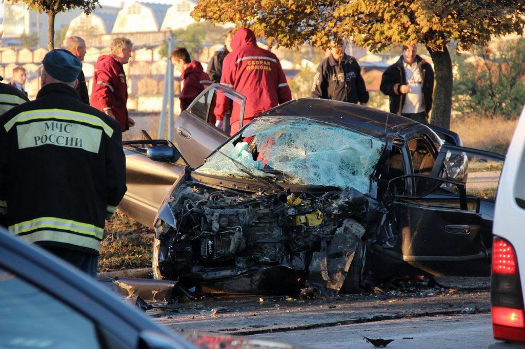 """В Севастополе """"топик"""" столкнулся с легковушкой: один труп, 10 пострадавших"""