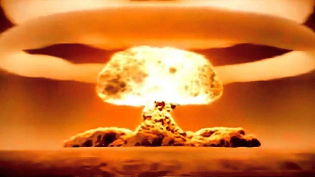 Украина может сбросить на Крым атомную бомбу, - политолог