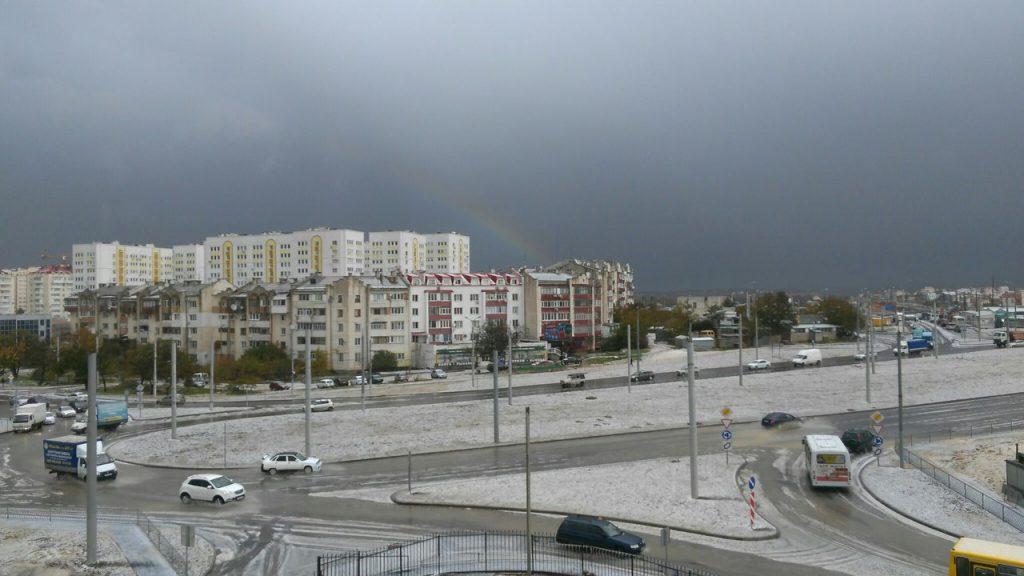 В Севастополе выпал гигантский град (ФОТО)