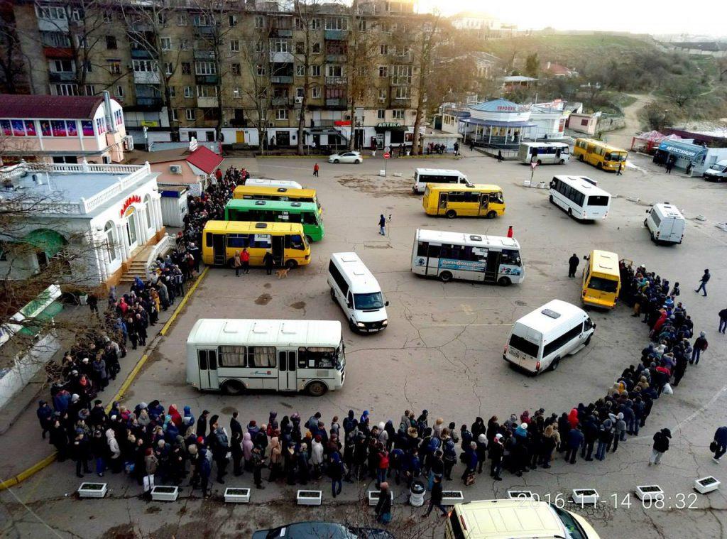 """""""При закрытии рейда севастопольцы не должны ждать автобусов дольше 15 минут"""", - Овсянников"""